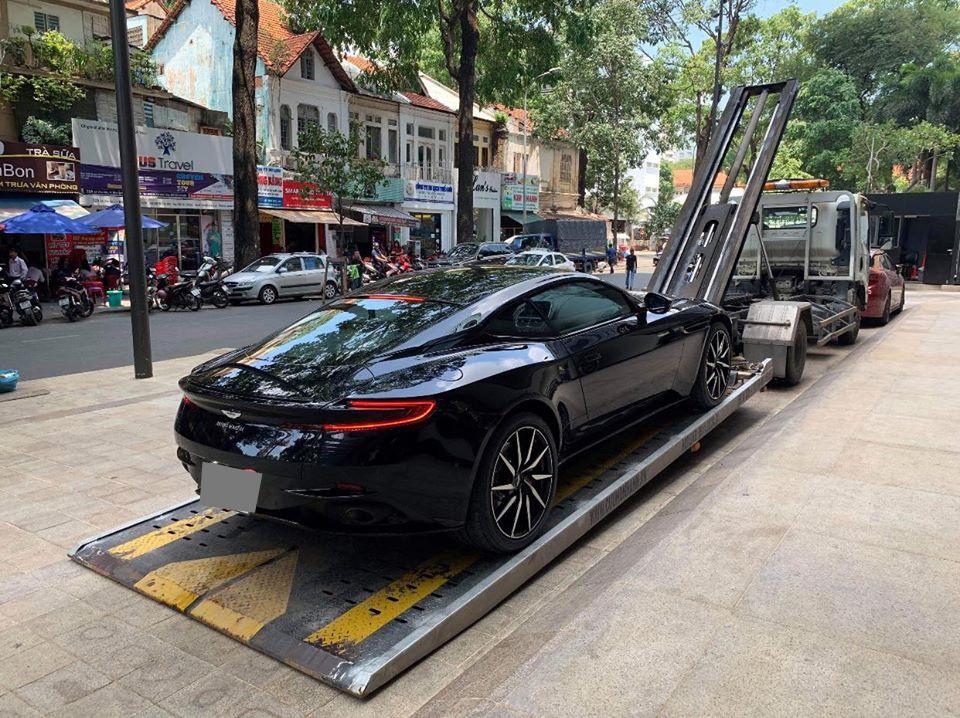 Siêu xe Aston Martin DB11 V8 thứ 3 tại Việt Nam do doanh nhân Đà Nẵng mua