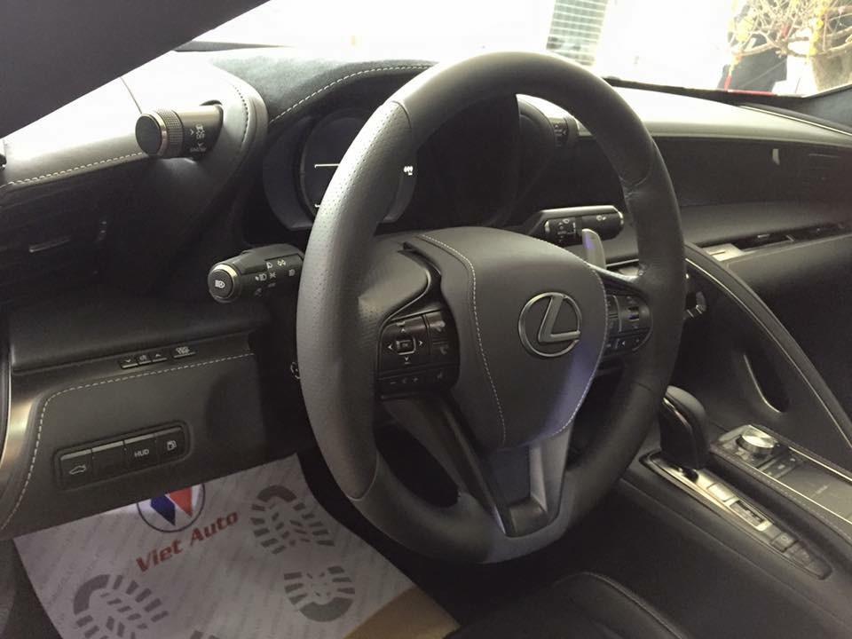Lexus LC 500 2018 được trang bị khối động cơ xăng V8, dung tích 5.0 lít