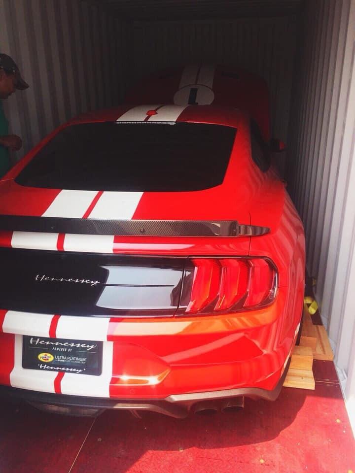 cả 19 chiếc Hennessey Heritage Edition Mustang đều có logo Hennessey