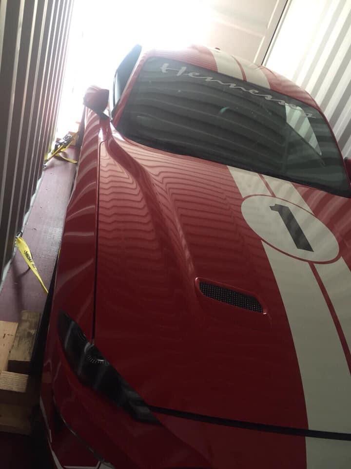 Hennessey Heritage Edition Mustang 2019 lúc còn nằm chờ thông quan tại 1 cảng ở Sài thành