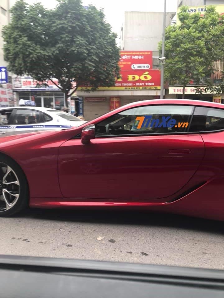 Chiếc Lexus LC 500 2018 độc nhất Việt Nam bị bắt gặp lăn bánh tại Hà Nội vào sáng nay