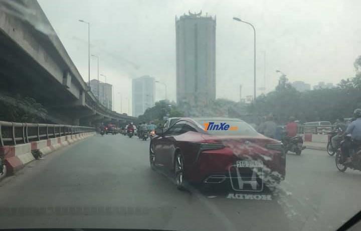 Chiếc Coupe hạng sang Lexus LC 500 độc nhất vô nhị ở Việt Nam lại được doanh nhân Hà Nội cho xe đăng ký biển kiểm soát của Sài thành