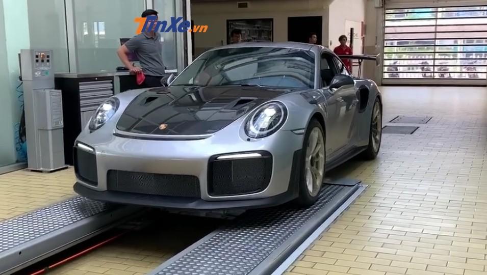 Porsche 911 GT2 RS của ông Đặng Lê Nguyên Vũ chỉ có nắp capô bằng carbon