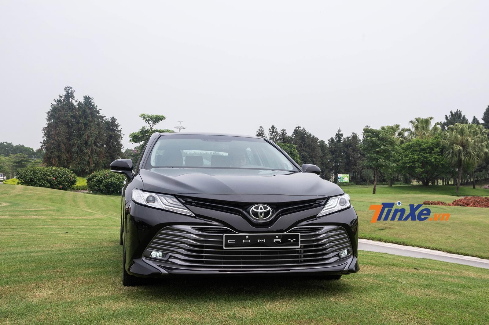 Toyota Camry 2019 gây ấn tượng với phần đầu xe dữ dằn, thể thao hơn