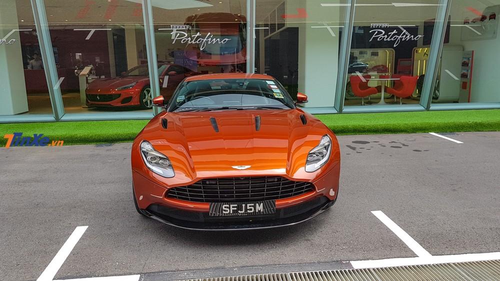 Siêu xe Aston Martin DB11 V12 mang màu cam Cinnabar Orange