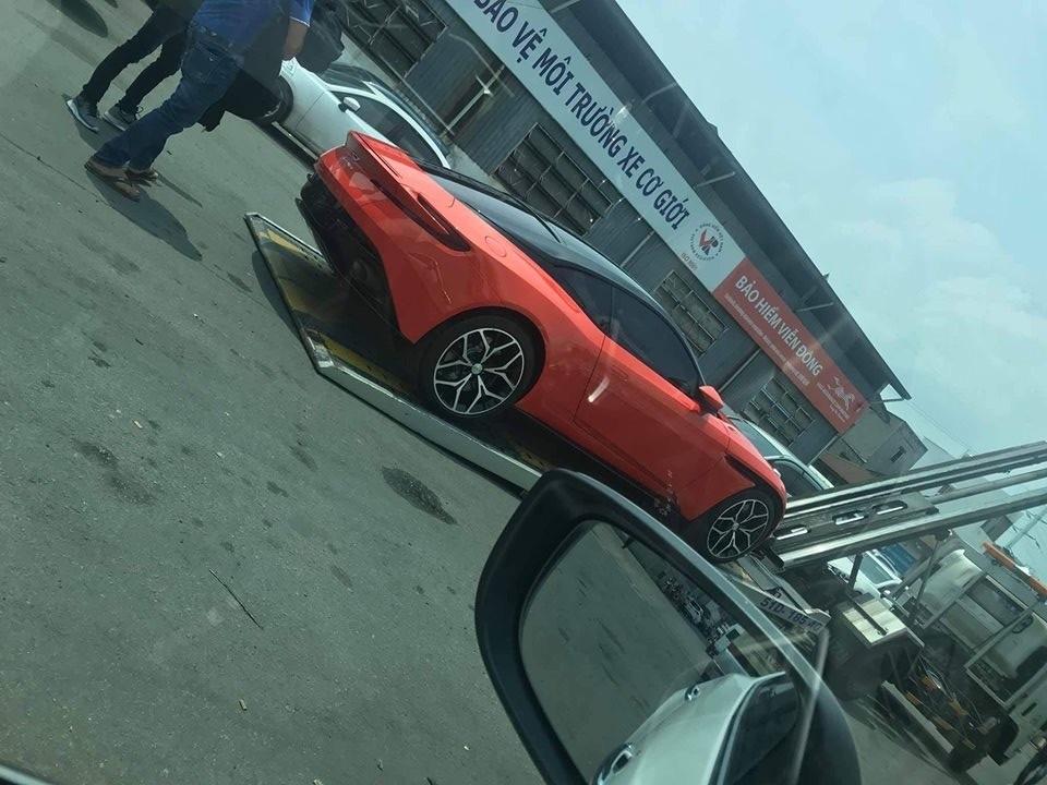 Hình ảnh hiếm hoi của chiếc siêu xe Aston Martin DB11 V8 thứ 4 về Việt Nam