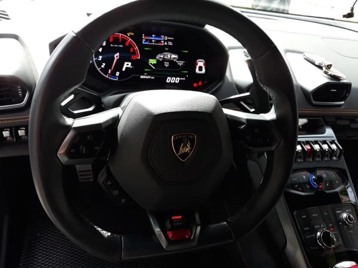 Tốc độ tối đa của Lamborghini Huracan LP610-4 là 325 km/h