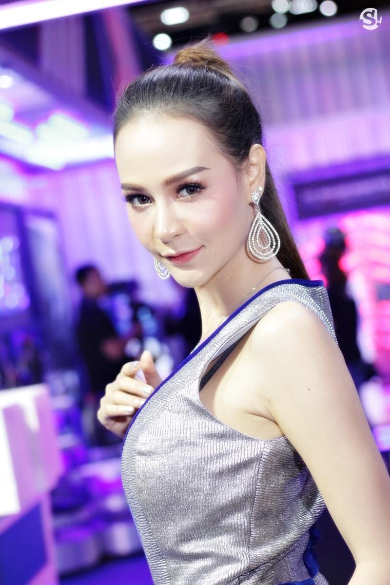 Đã mắt ngắm nhìn vẻ gợi cảm của những người mẫu Thái Lan tại triển lãm - 24