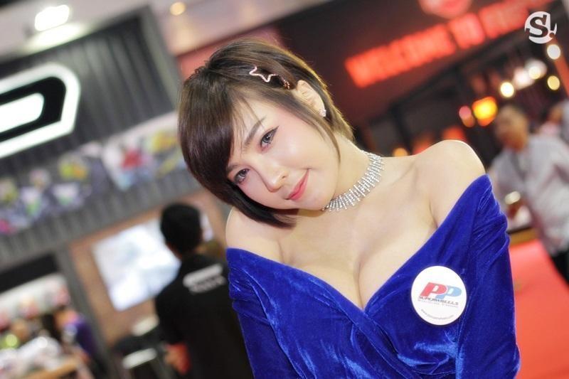 Đã mắt ngắm nhìn vẻ gợi cảm của những người mẫu Thái Lan tại triển lãm - 10