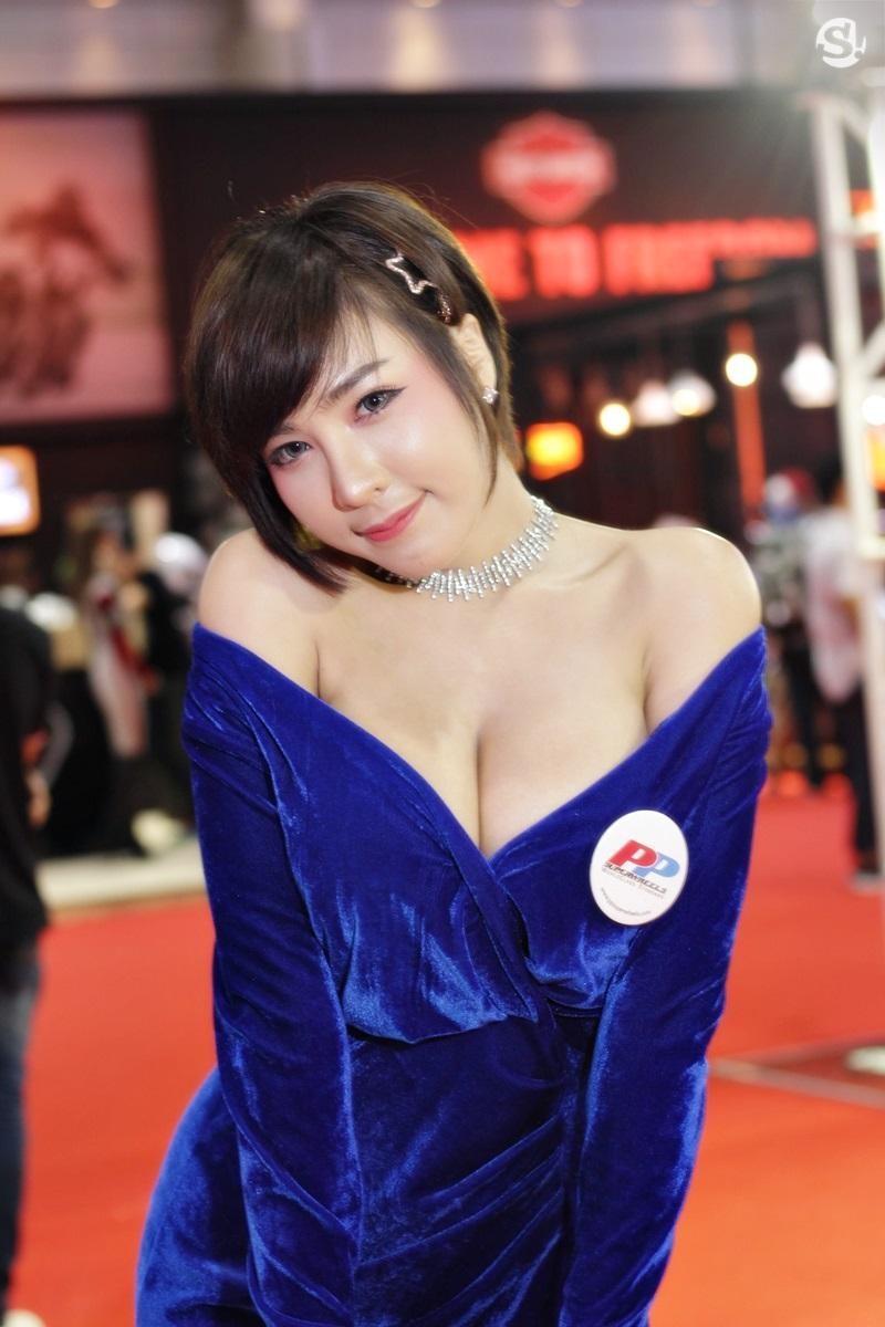 Đã mắt ngắm nhìn vẻ gợi cảm của những người mẫu Thái Lan tại triển lãm - 21