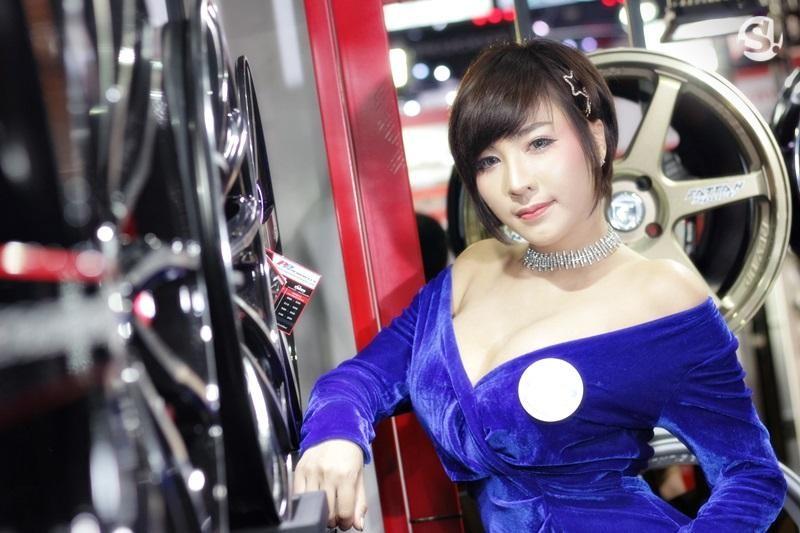 Đã mắt ngắm nhìn vẻ gợi cảm của những người mẫu Thái Lan tại triển lãm - 16