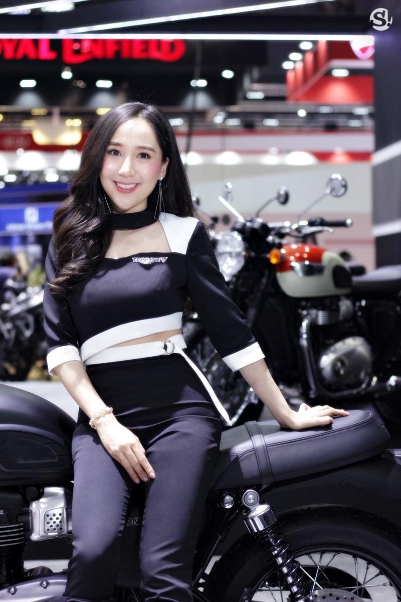 Đã mắt ngắm nhìn vẻ gợi cảm của những người mẫu Thái Lan tại triển lãm - 23