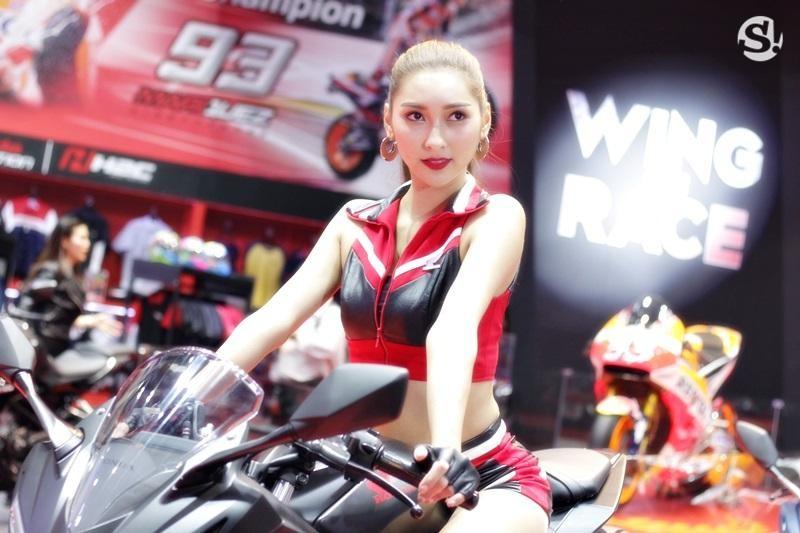 Đã mắt ngắm nhìn vẻ gợi cảm của những người mẫu Thái Lan tại triển lãm - 20