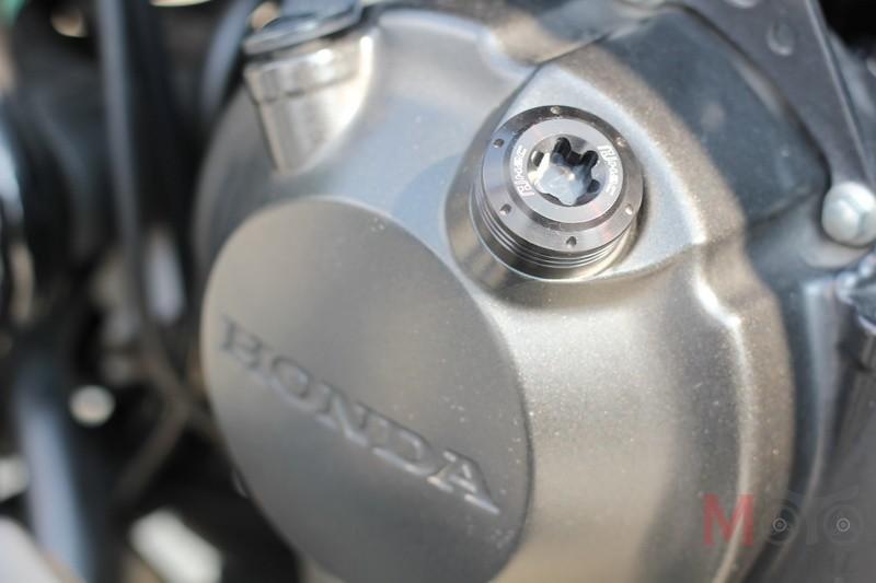 Dầu máy và nước mát cần được thay mới trước khi đưa chiếc xe vào hoạt động nặng