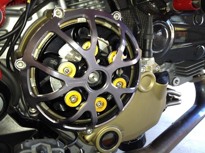 Bộ côn là một trong những bộ phận hao mòn nhanh của xe nên cần được kiểm tra