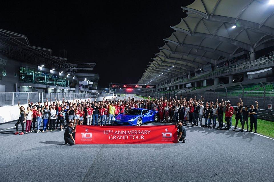 Ferrari F8 Tributo cũng được đem đến đường đua Sepang