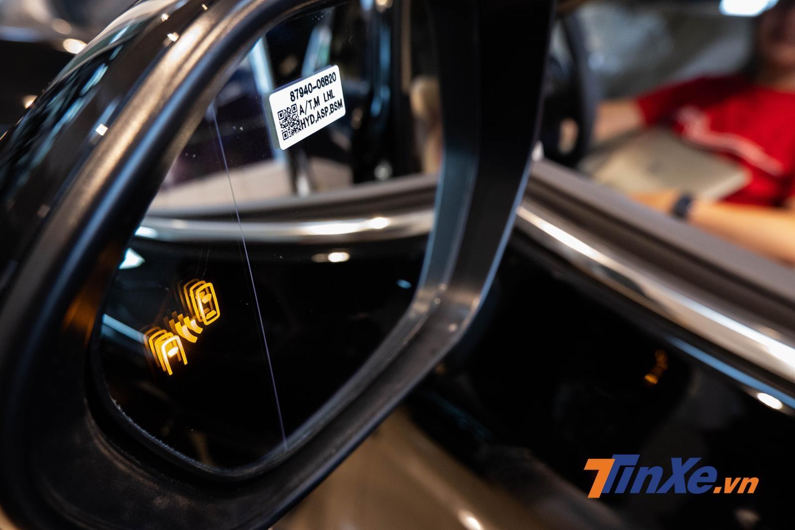 Về tính năng an toàn chủ động, bản 2.5Q chỉ nhỉnh hơn bản 2.0G với cảnh báo điểm mù và cảnh báo phương tiện cắt ngang phía sau
