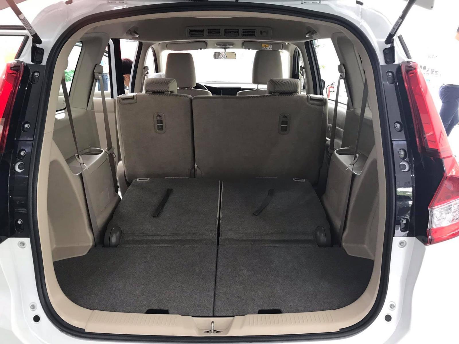 Hàng ghế thứ 3 có thể gập phẳng xuống sàn