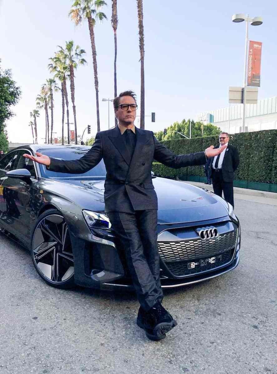 Nam diễn viên Robert Downey Jr. đến buổi công chiếu Avengers: Endgame cùng chiếc Audi E-Tron GT