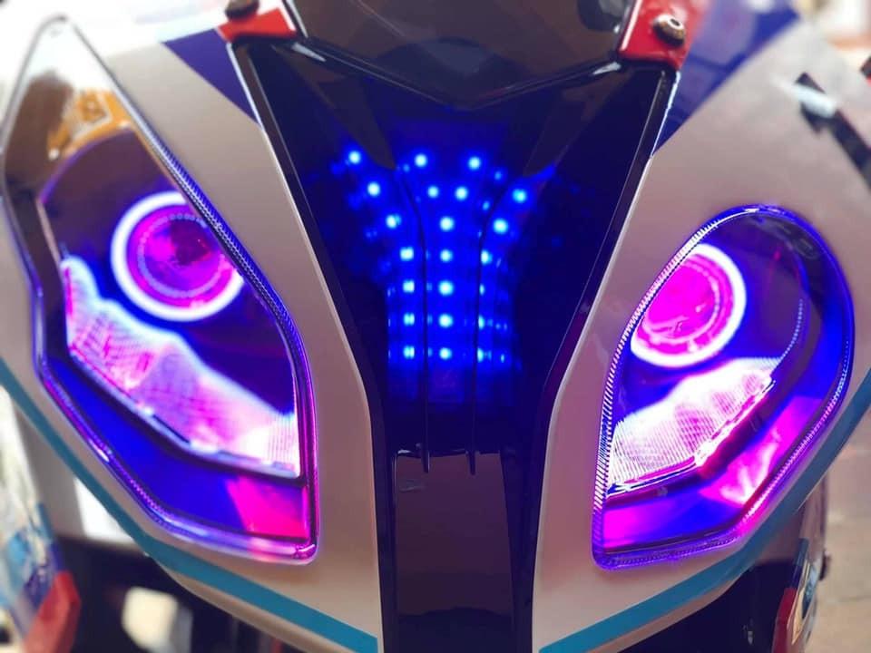 Đèn pha bất đối xứng với đèn LED bên trong