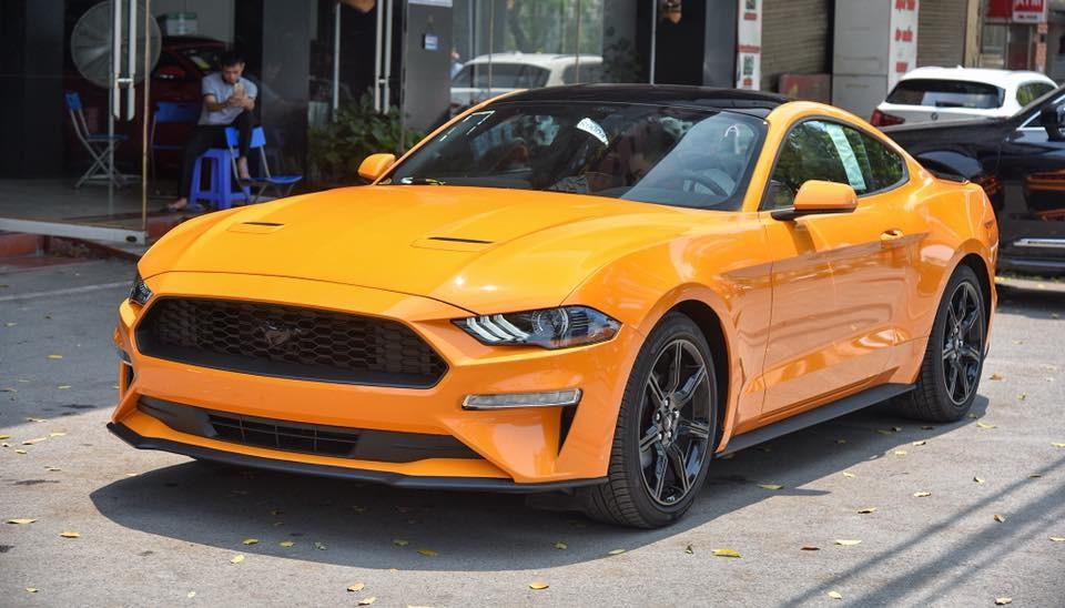 Đây cũng chính là chiếc xe thể thao Ford Mustang đời 2018 đầu tiên ở Việt Nam mang màu sơn cam Fury