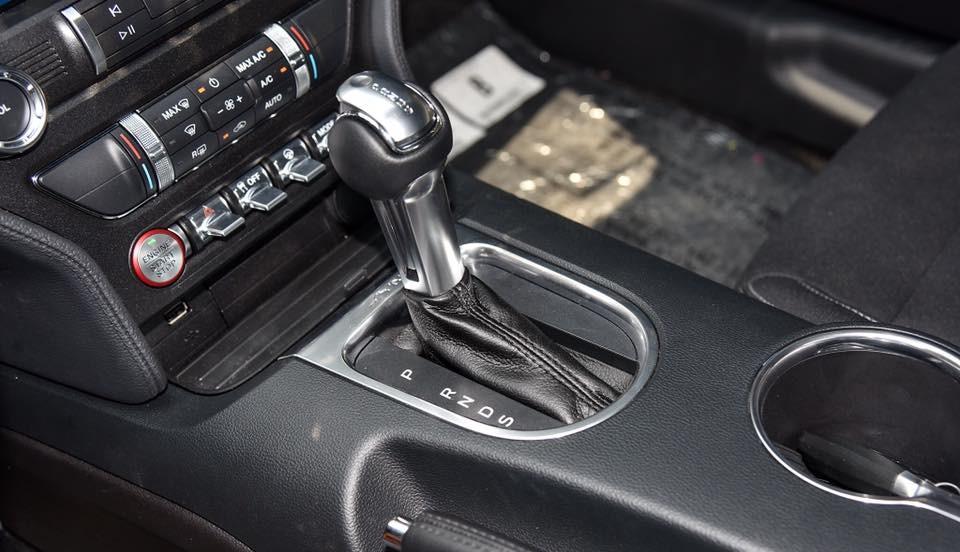 Và Ford Mustang đời 2018 trang bị hộp số tự động 10 cấp