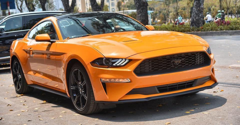 Ford Mustang đời 2018 mang màu cam Fury đầu tiên cập bến Việt Nam