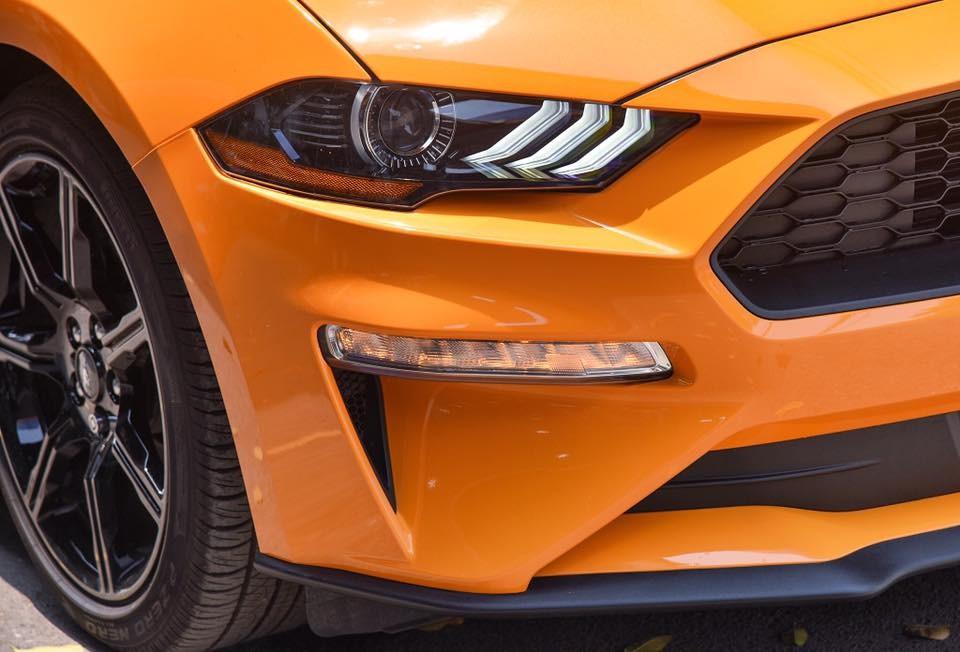 Ford Mustang đời 2018 có đèn pha thiết kế lại