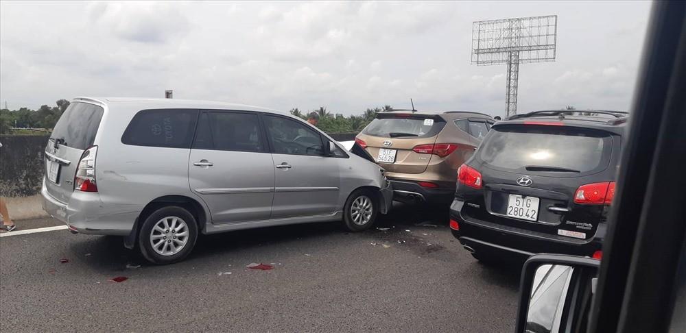 Nguyên nhân vụ tai nạn do người điều khiển chiếc Toyota Innova không làm chủ được tốc độ nên tông vào đuôi xe Hyundai Santa Fe