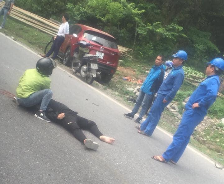 Nam thanh niên điều khiển xe Kawasaki Ninja 300 bất tỉnh tại chỗ