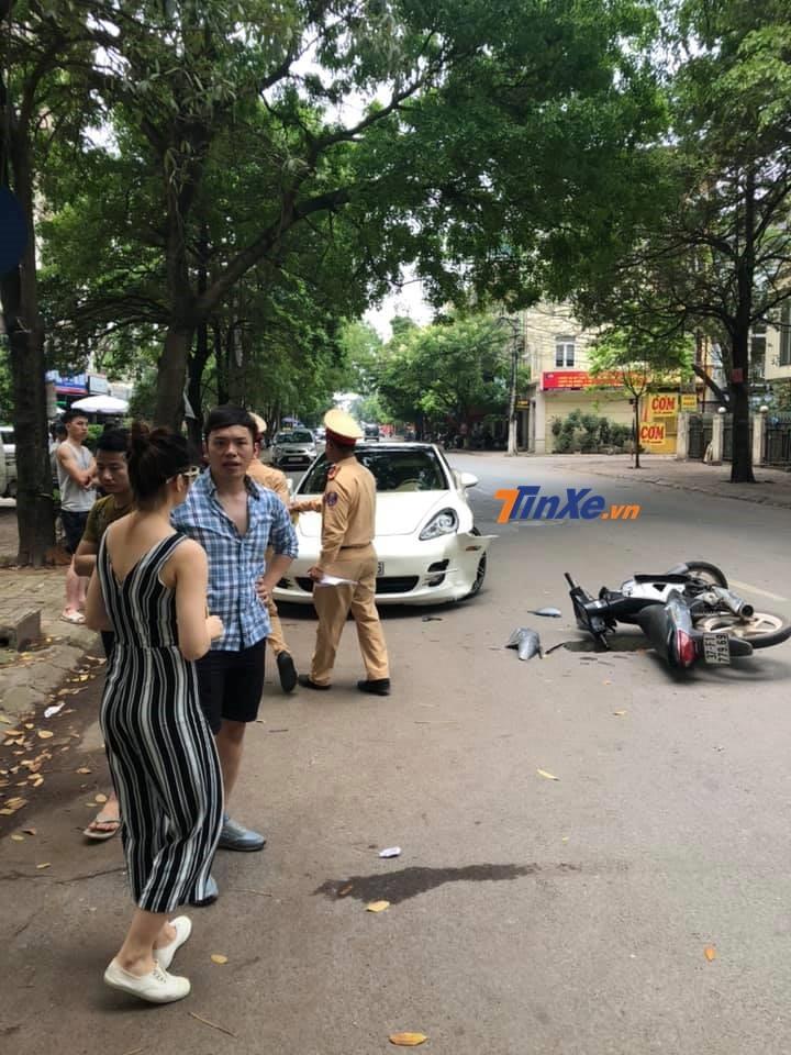 Cảnh sát giao thông nhanh chóng có mặt tại hiện trường vụ tai nạn