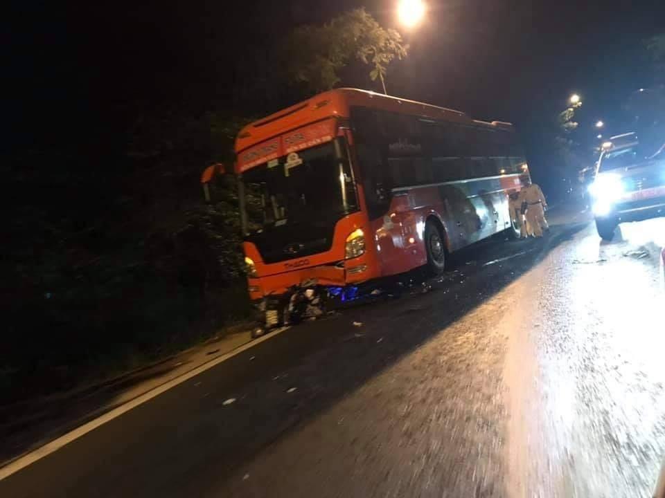 Hiện trường vụ tai nạn chiếc xe khách Phương Trang và xe máy khiến 1 người tử vong