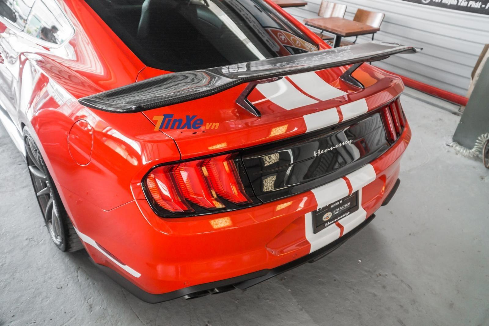 Cận cảnh cánh gió đuôi của Hennessey Heritage Edition Mustang tại Việt Nam