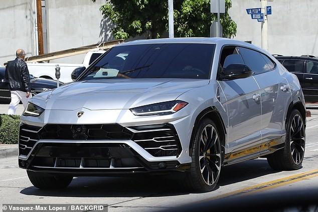 Chiếc Lamborghini Urus mà em gái cô Kim siêu vòng ba tặng cho bạn trai
