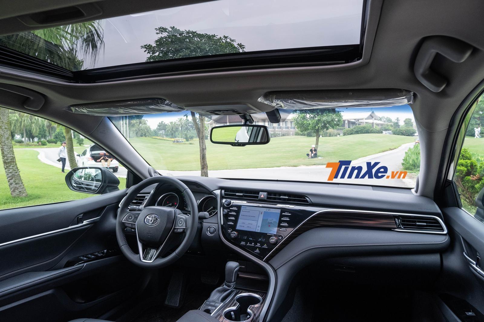 Nội thất của Toyota Camry 2019 lột xác khỏi yếu tố trung niên