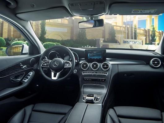 Nội thất của Mercedes-Benz C200 vẫn mang những đường nét tinh tế đậm chất Đức.
