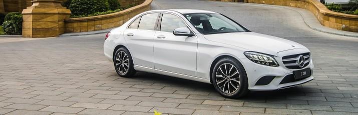 Mercedes-Benz C200 2019 mang dáng vẻ Châu Âu khiến nhiều người băn khoăn khi lựa chọn.