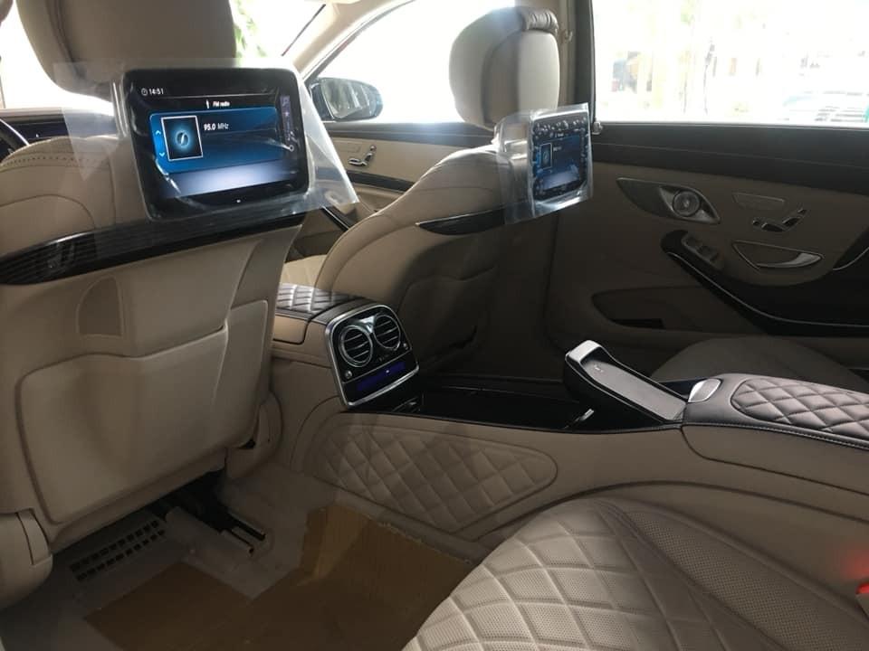 Cận cảnh hàng ghế sau của Mercedes-Maybach S650 2019 đầu tiên tại Việt Nam