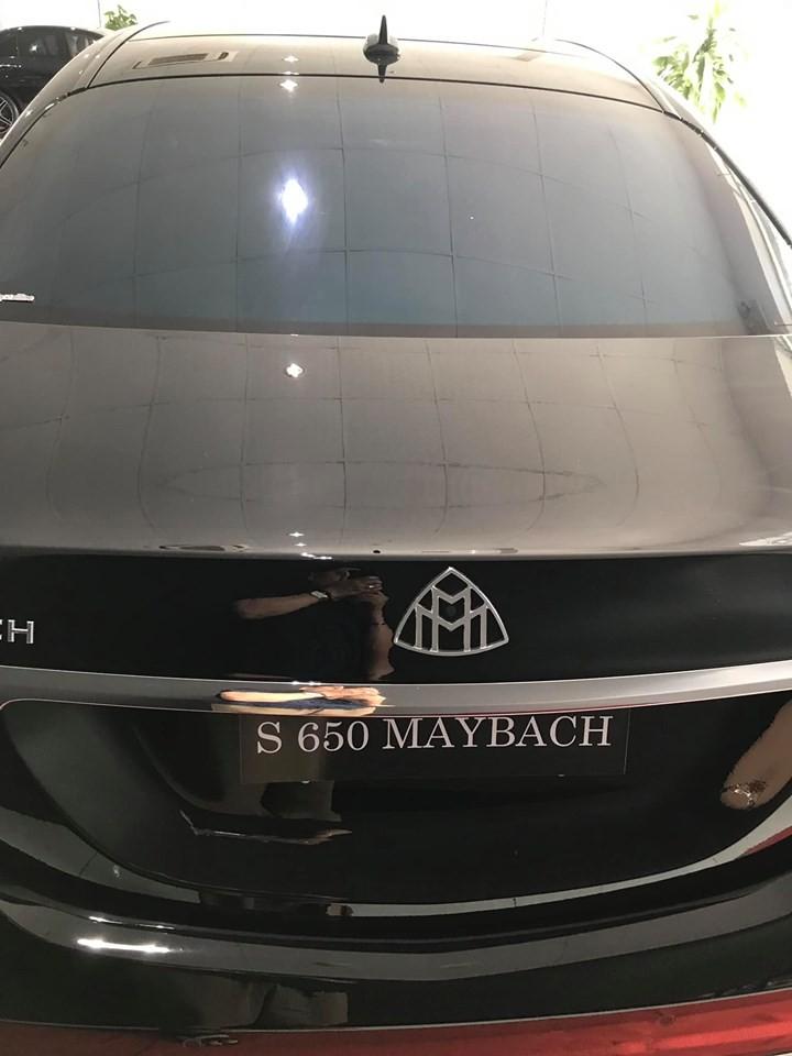Logo phía sau cũng của Maybach