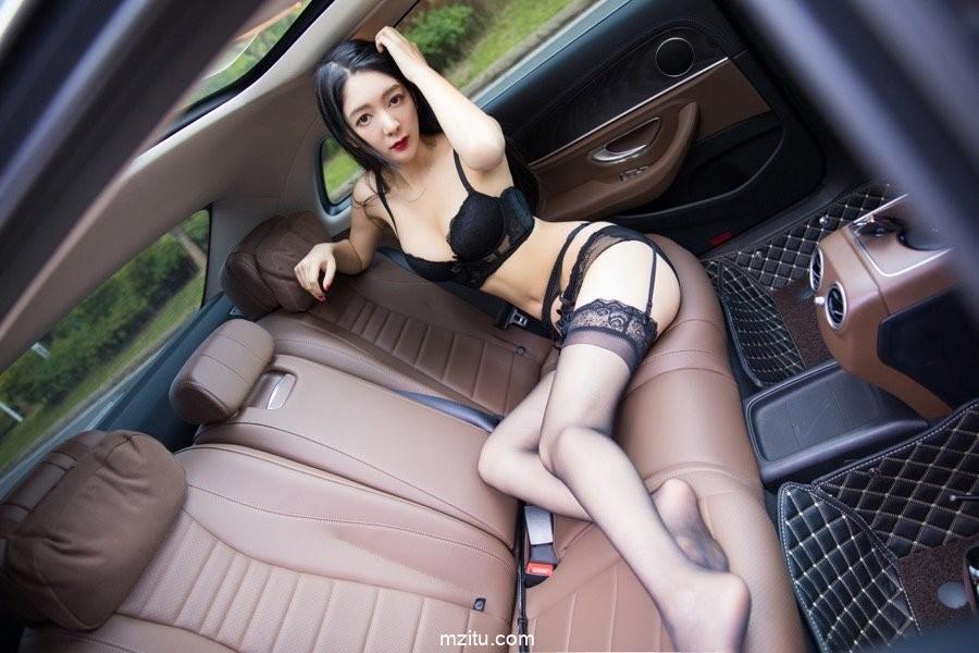 Thiếu nữ diện nội y màu đen, hé lộ làn da trắng trẻo trong khoang lái xe - 9