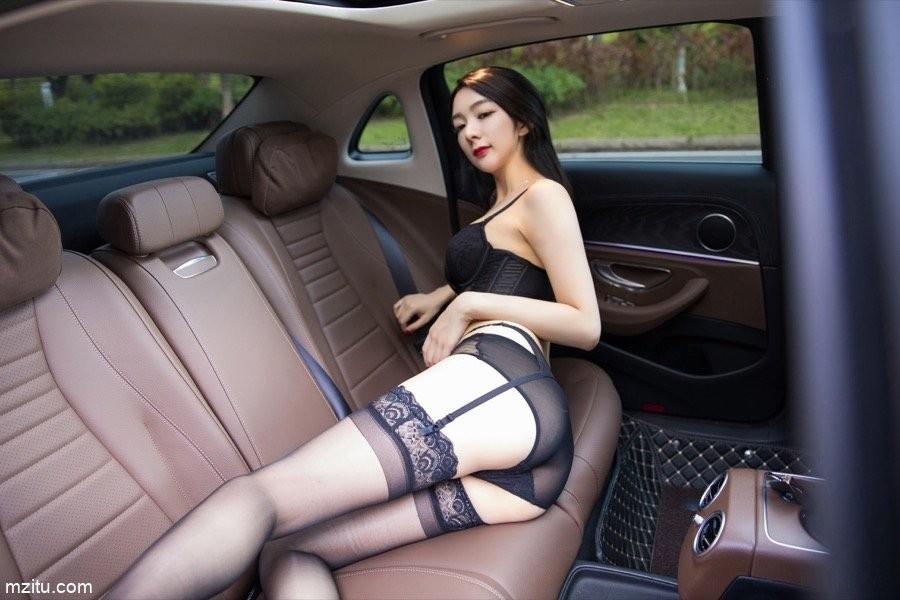 Thiếu nữ diện nội y màu đen, hé lộ làn da trắng trẻo trong khoang lái xe - 7