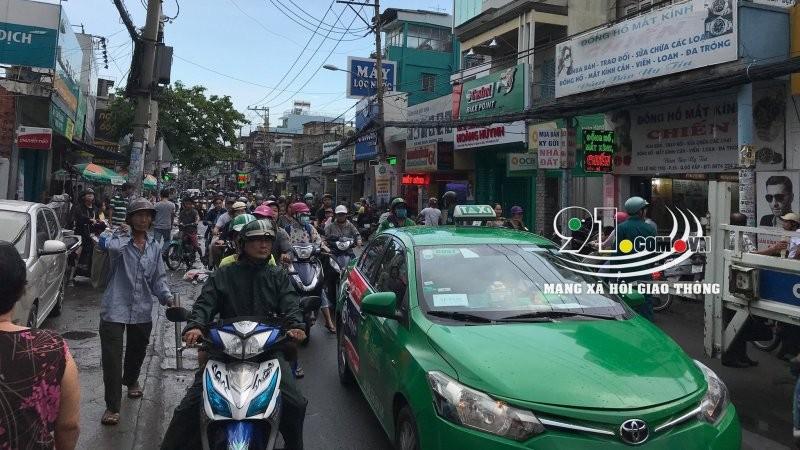 Vụ tai nạn khiến đường Lê Đức Thọ bị ùn tắc giao thông