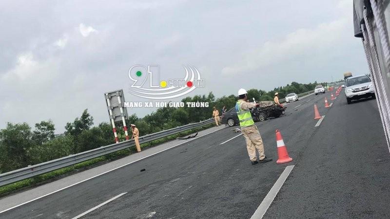 Lực lượng chức năng có mặt tại hiện trường vụ tai nạn