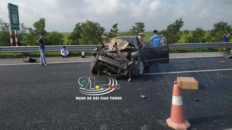 Chiếc Toyota Camry hỏng nặng sau vụ tai nạn