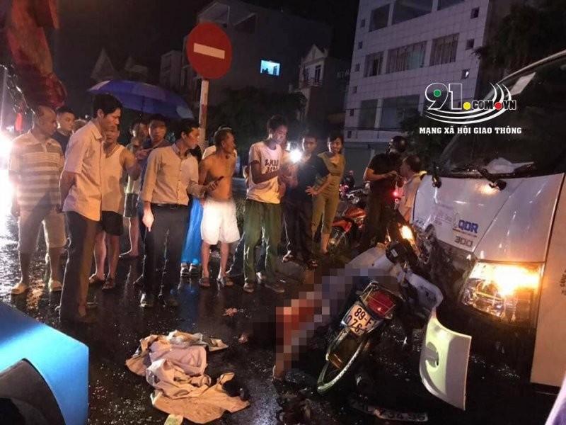 Hiện trường vụ tai nạn giữa xe tải cứu hộ và xe máy