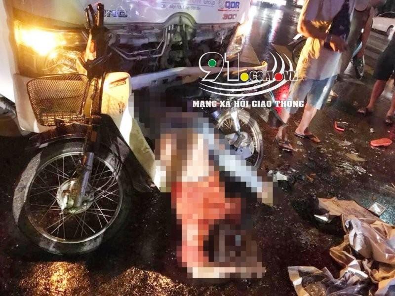 Người phụ nữ điều khiển xe máy tử vong tại chỗ trong vụ tai nạn thương tâm