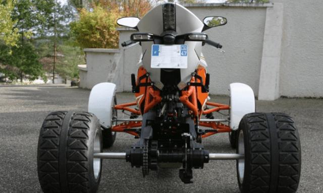 Hệ treo phía sau xe được giữ nguyên và thay đổi càng, trục và bộ vành lốp