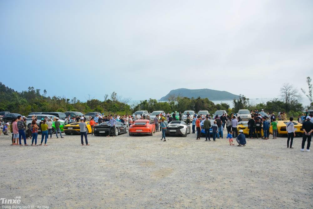 Những chiếc siêu xe của các thành viên Car & Passion 2018 đi đến đâu cũng gây sự chú ý