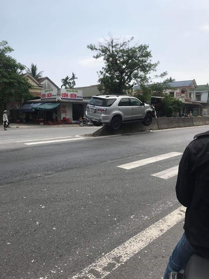 Hiện trường vụ tai nạn của chiếc Toyota Fortuner