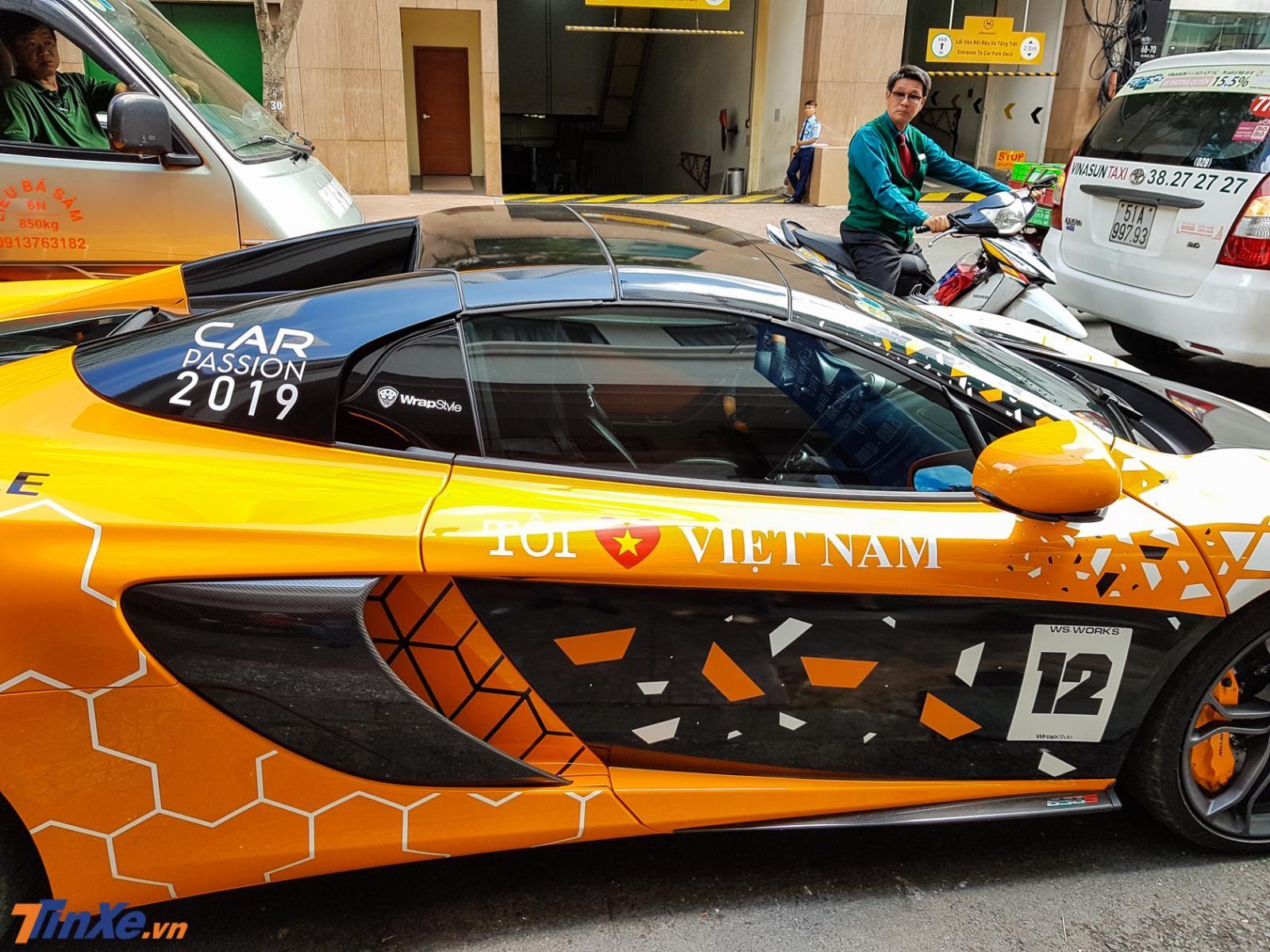 Cận cảnh bộ áo mới bên hông xe của chiếc McLaren 650S Spider